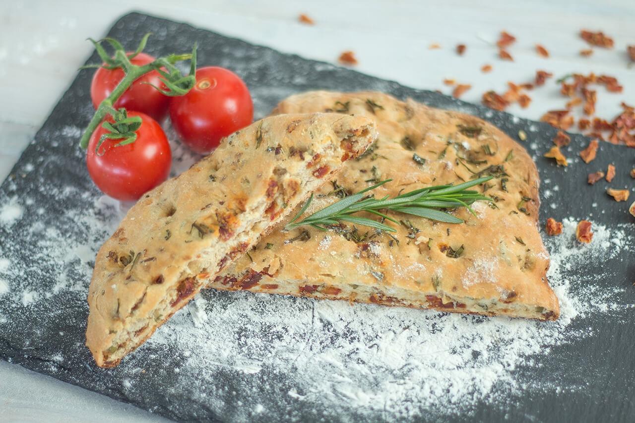 rezept_Tomaten-Focaccia-mit-Tomatenstu-ckchen